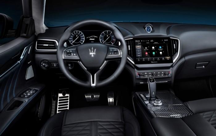 Maserati Ghibli Hybrid interior