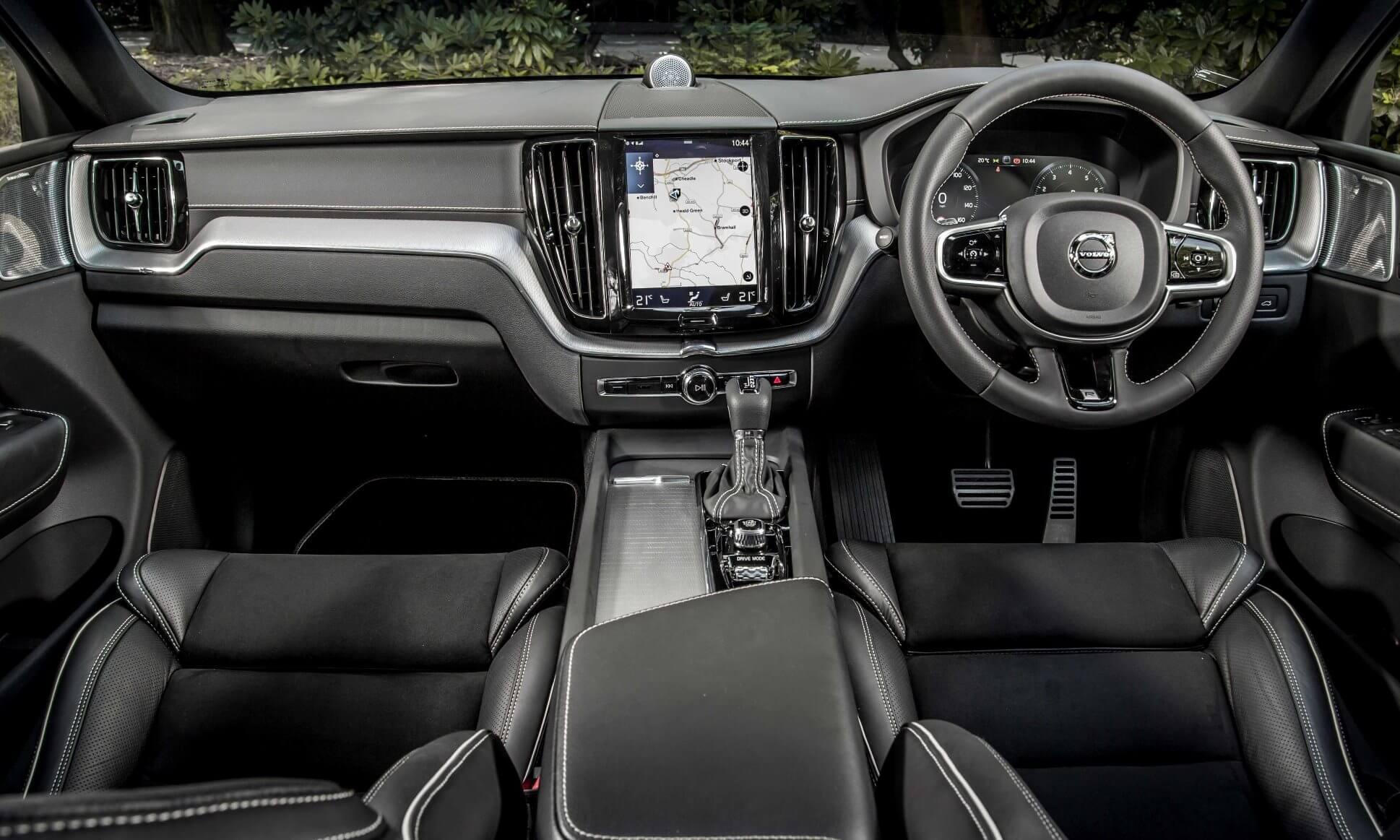 Volvo XC60 T6 R-Design interior