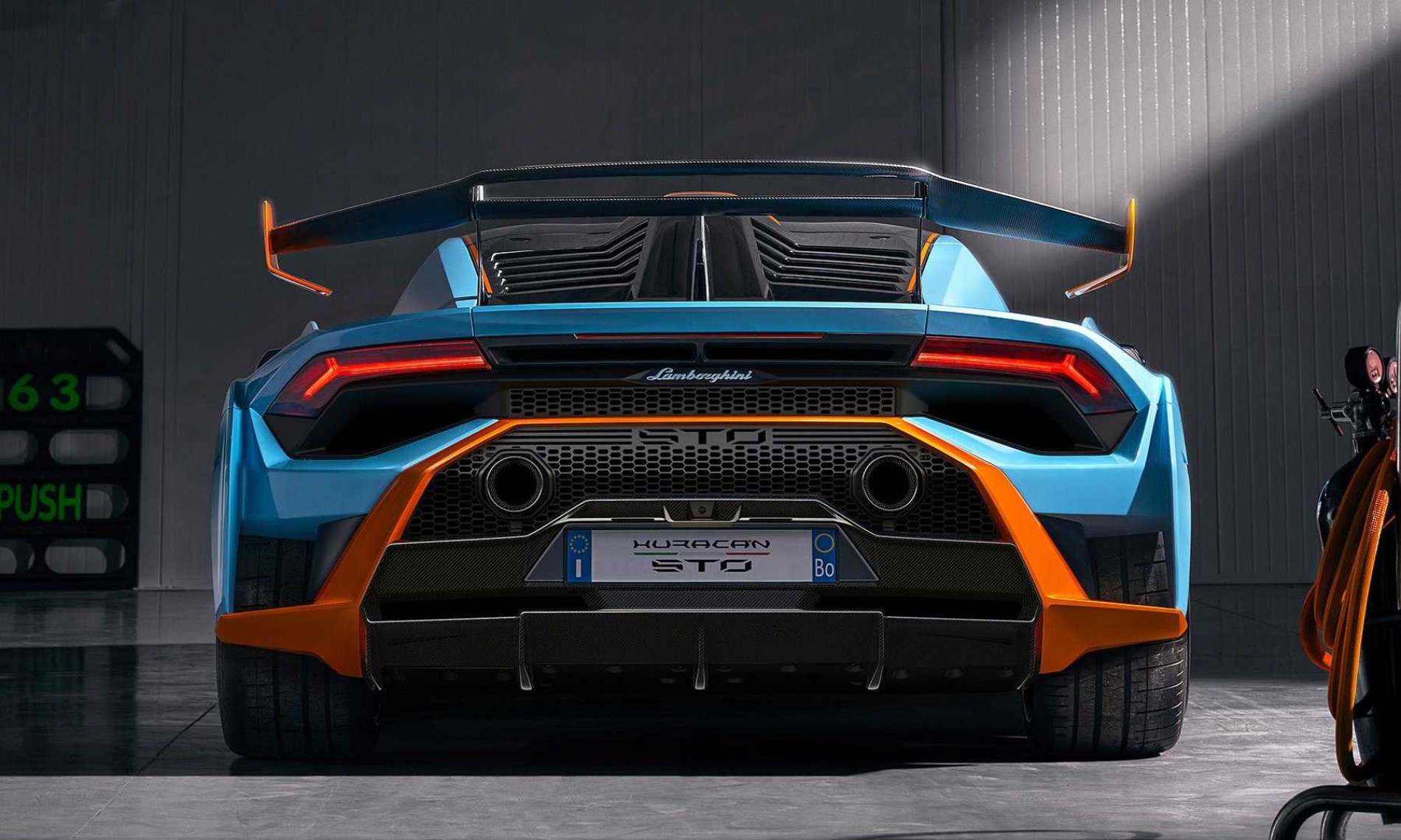Lamborghini Huracan STO rear 1