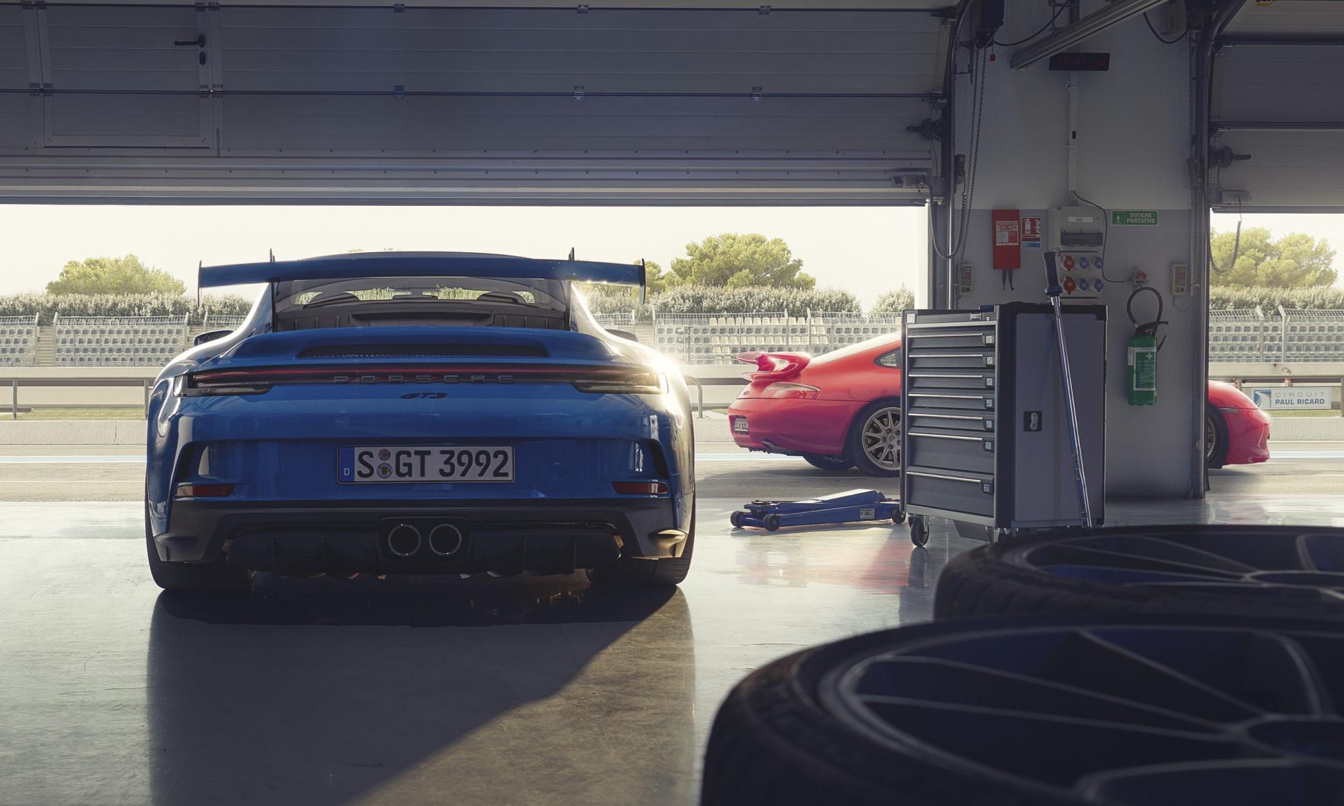 992 Porsche GT3 rear
