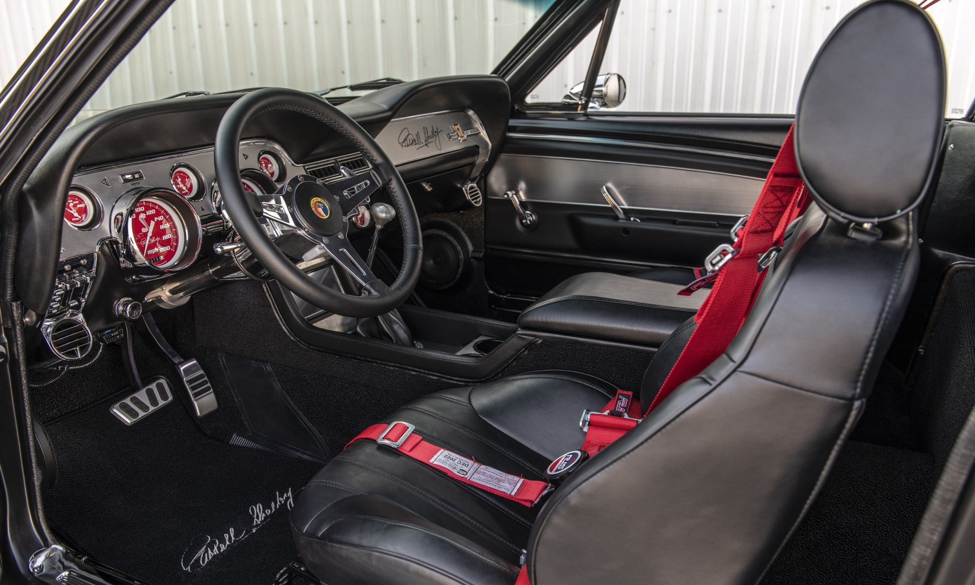 Carbon-Fibre Mustang GT500CR interior