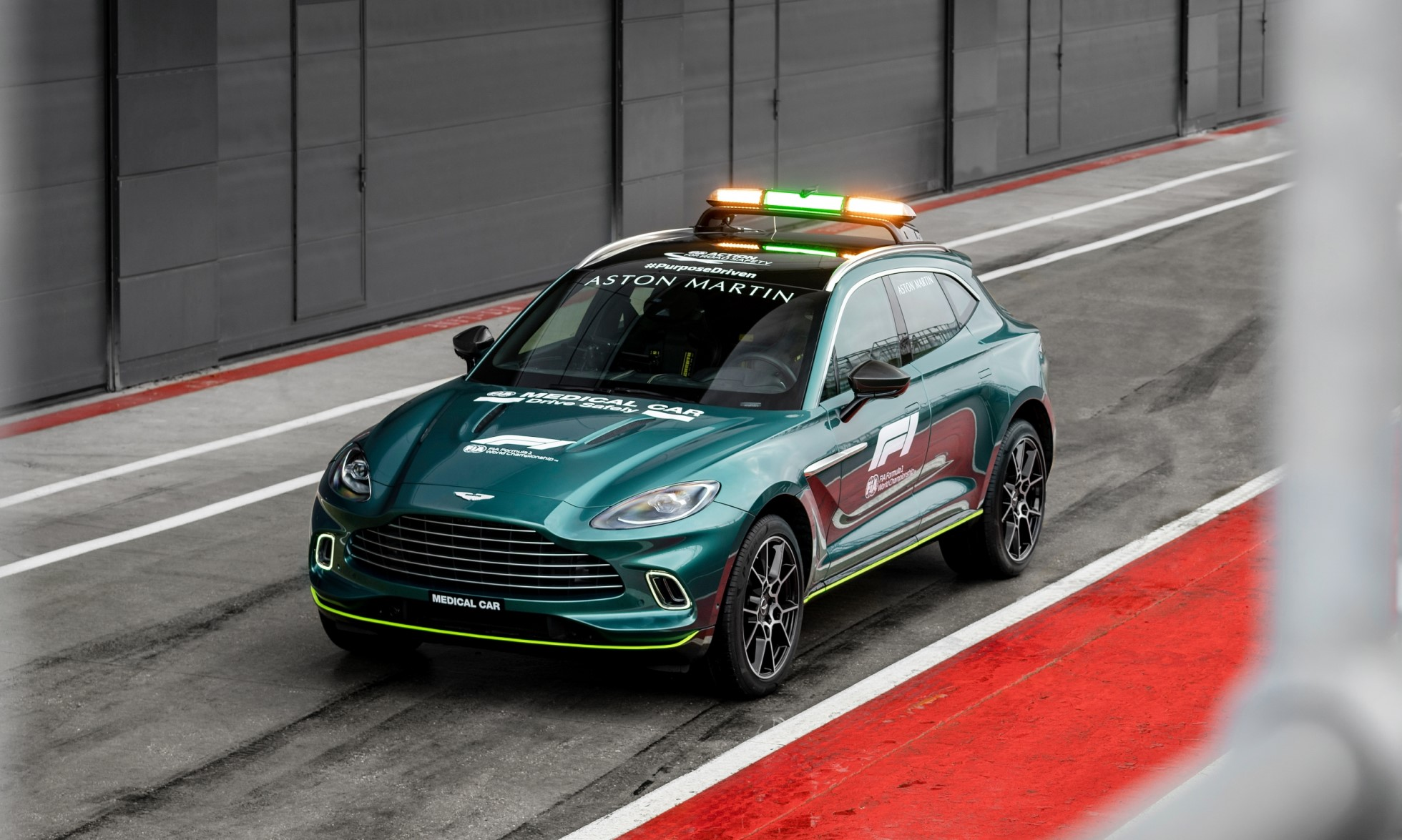 Aston Martin DBX Medical Car of Formula One (2)