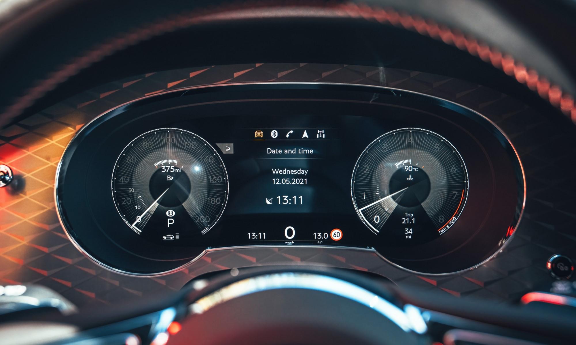 Bentley Bentayga S instruments