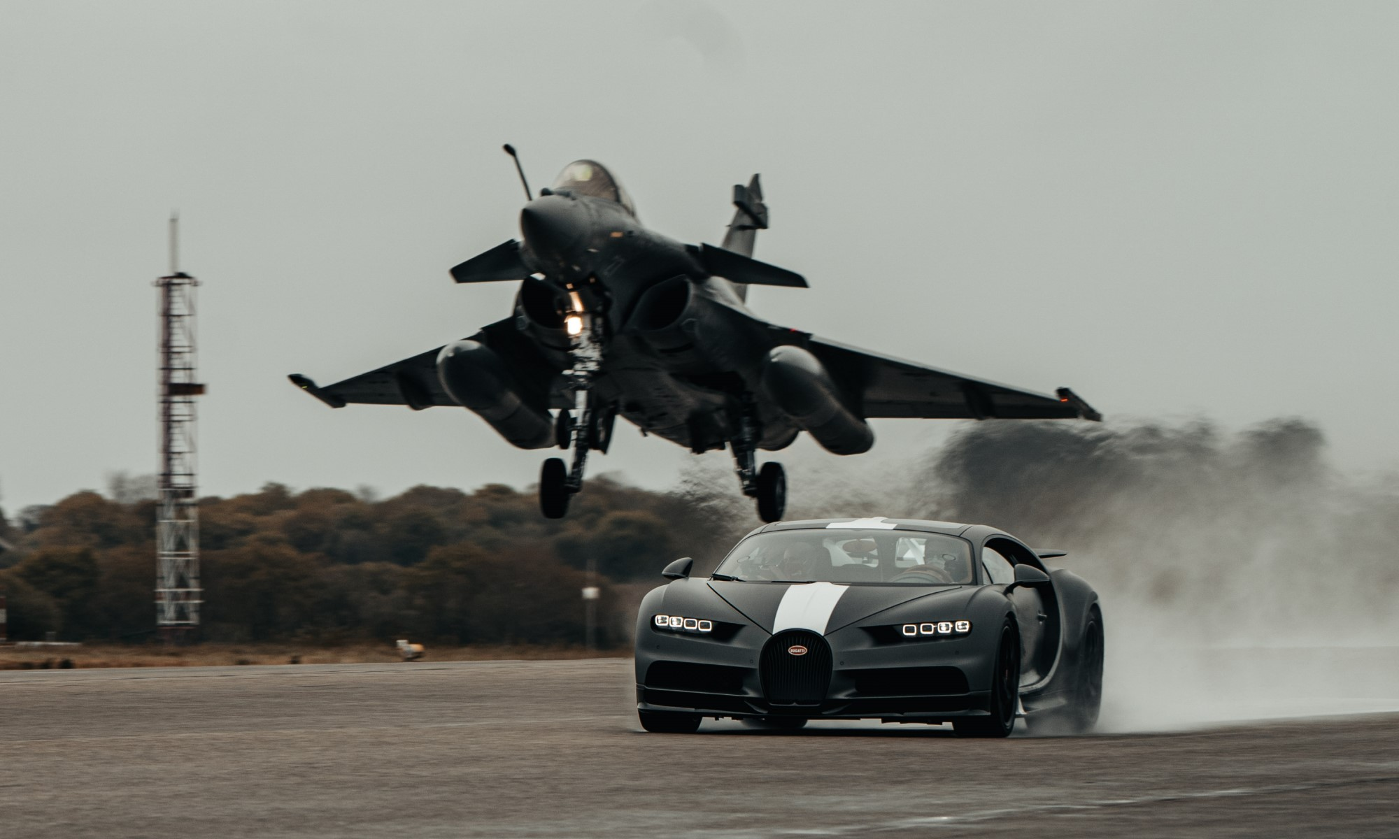 Bugatti Chiron Races Fighter Jet take off
