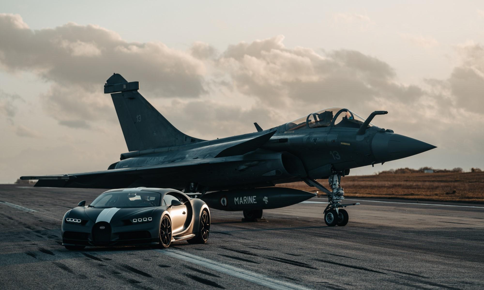 Bugatti Chiron Races Fighter Jet