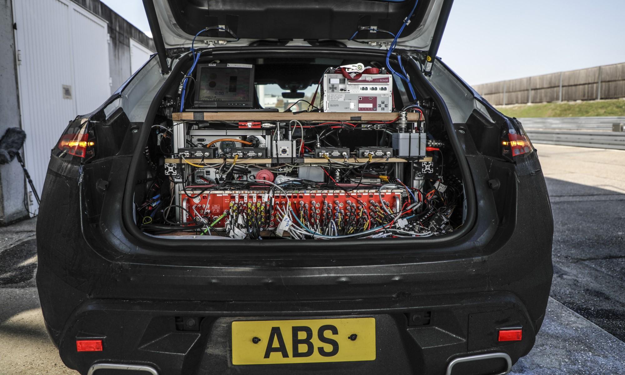 Electric Porsche Macan data acquisition