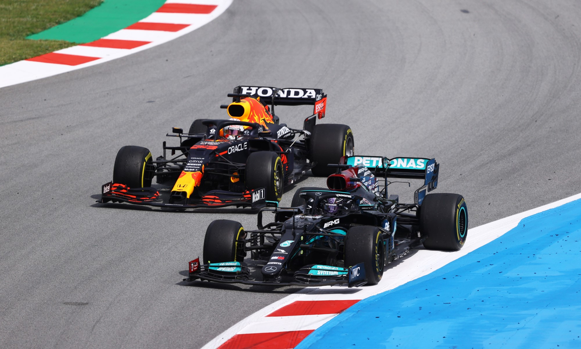 F1 Review Spain 2021 pass for the lead