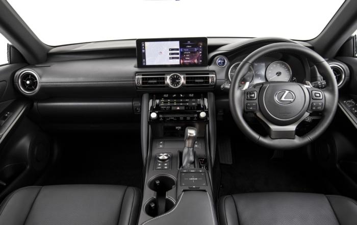 Lexus IS300h EX interior