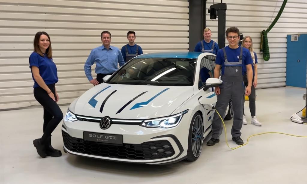 VW Golf GTE Skylight team