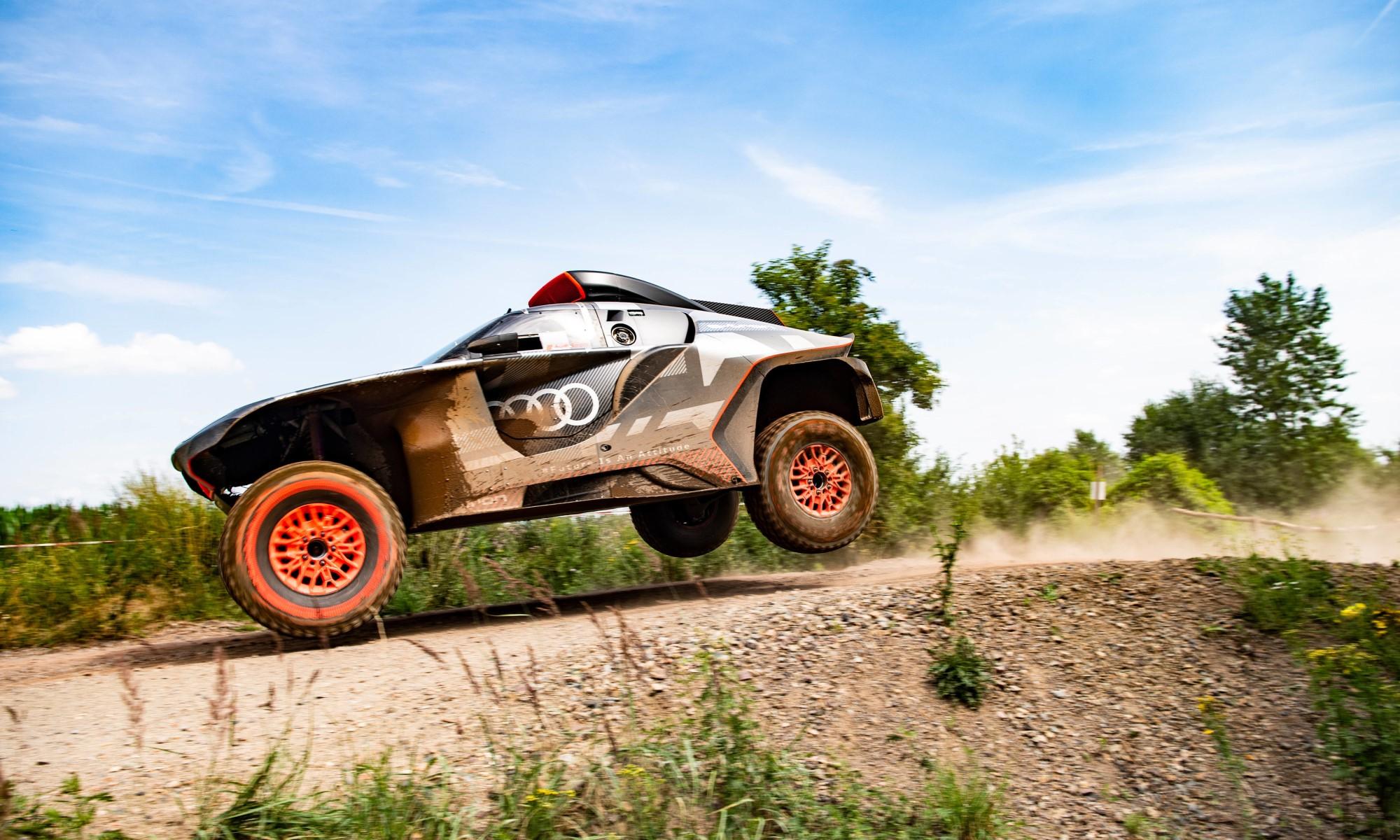 Audi RS Q E-tron side 1