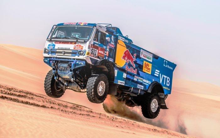 2020 Dakar Highlight: Andrey Karginov catches some air during stage 10