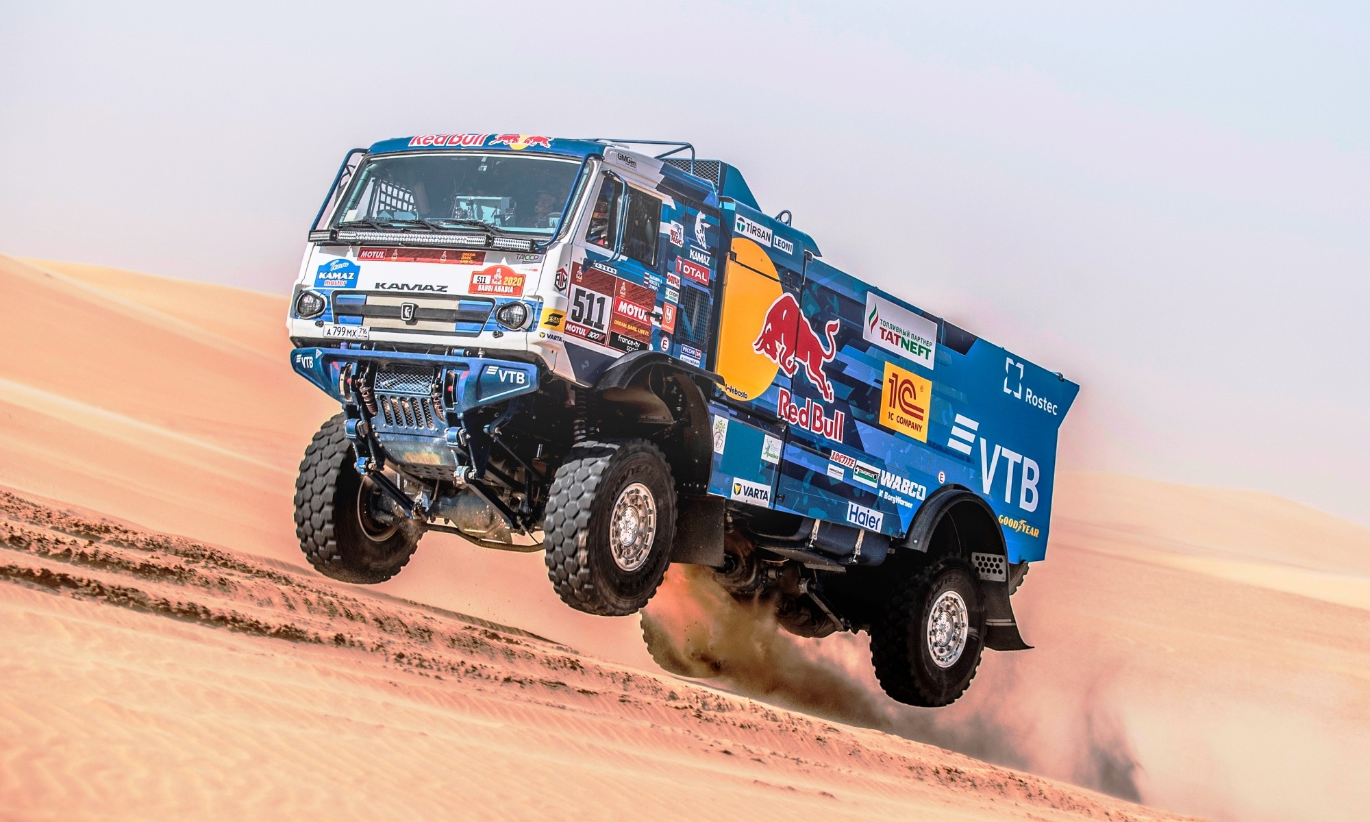 2020 Dakar Highlight: Andrey Karginov catches some air during stage 10
