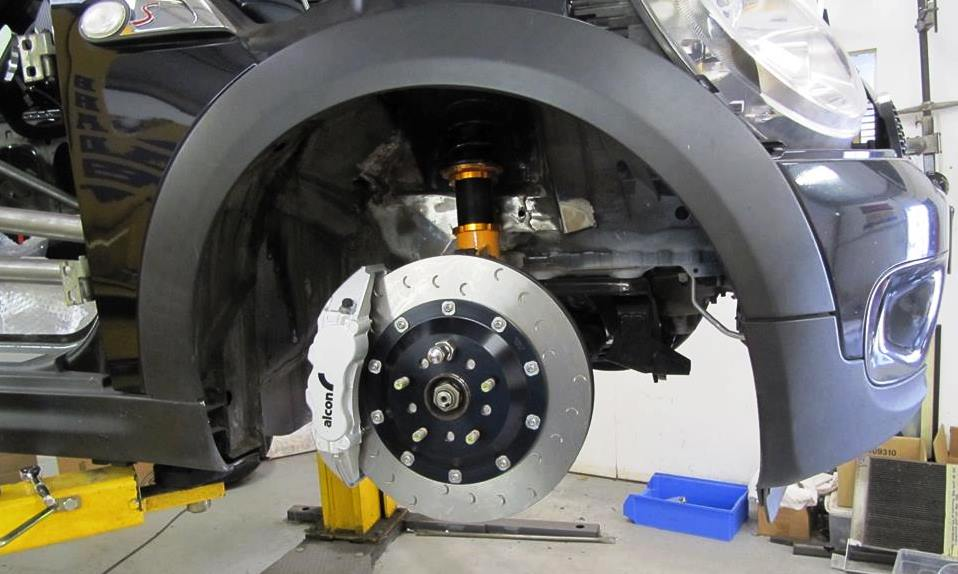 BMW V8-Engined Mini brakes