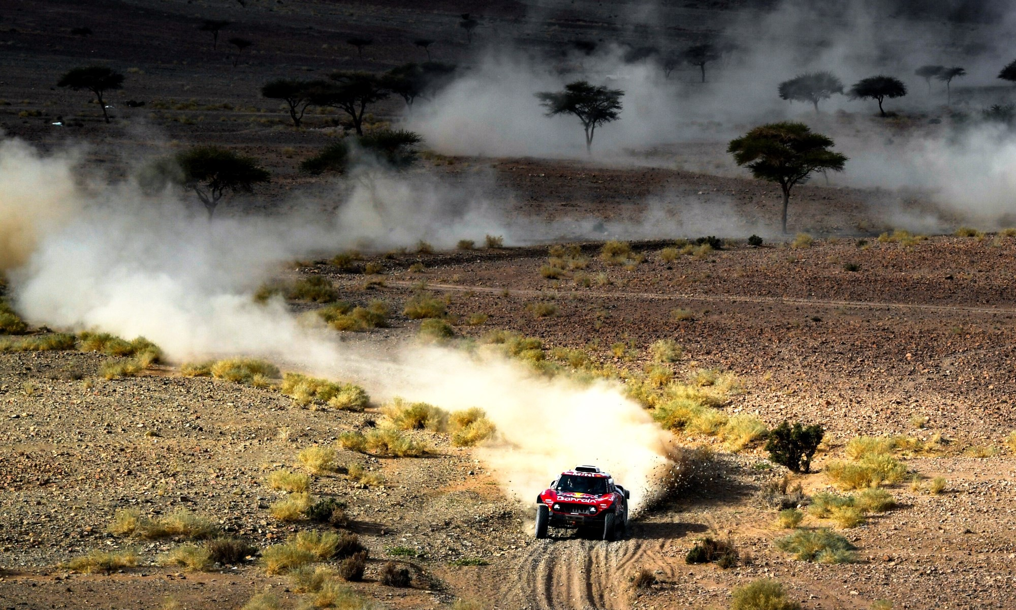 Carlos Sainz grabbed the lead of 2020 Dakar Stage 5 at the halfway point and held on to win.