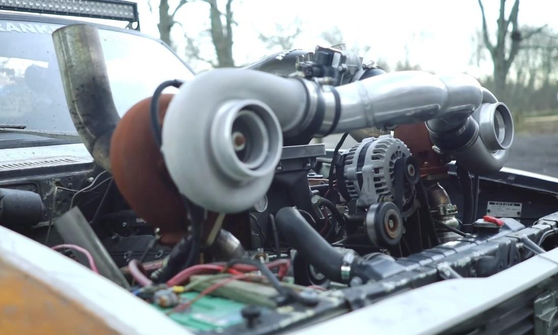 Deathwish 1977 Toyota Hilux engine