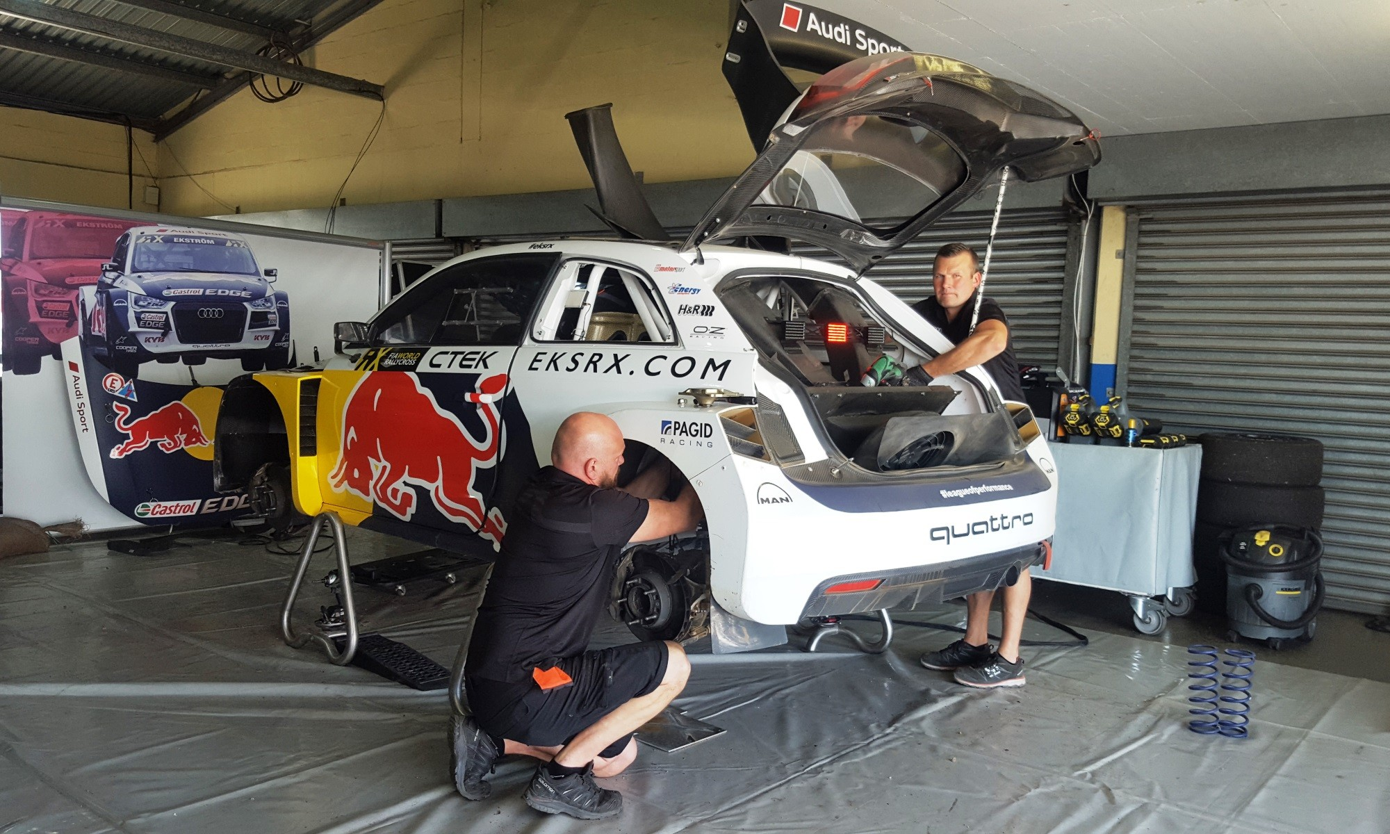 EKRX technicians perform a full suspension change between heats.