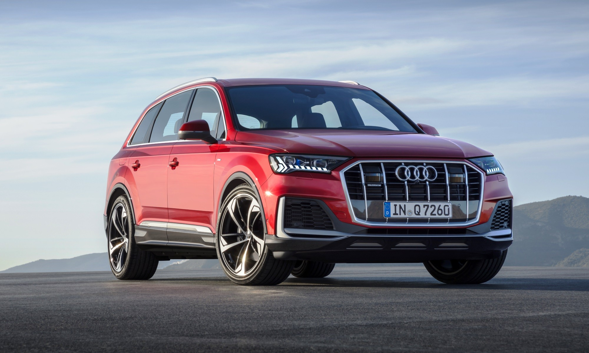 Facelifted Audi Q7 side