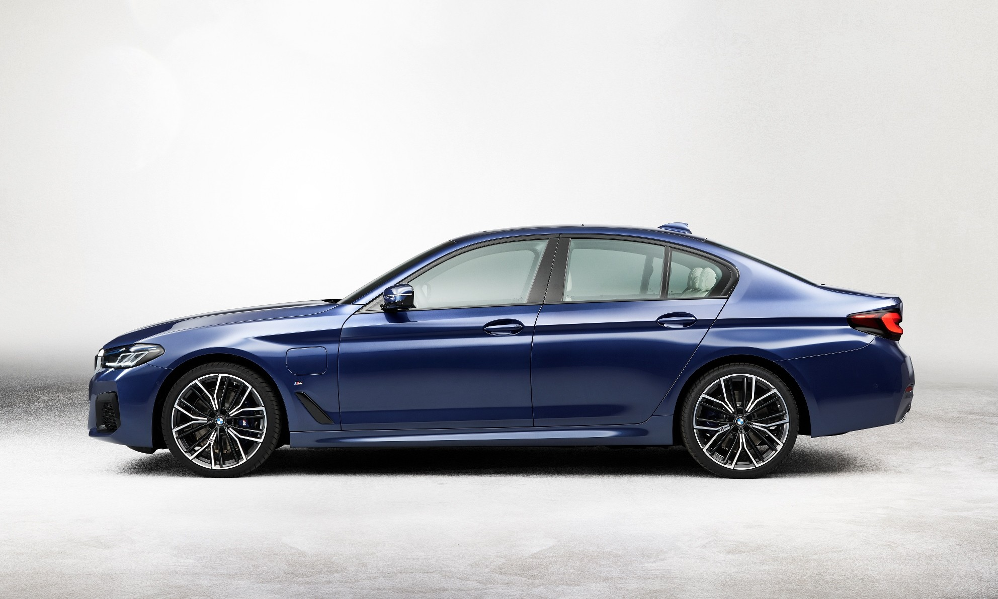 Facelifted BMW 5 Series profile