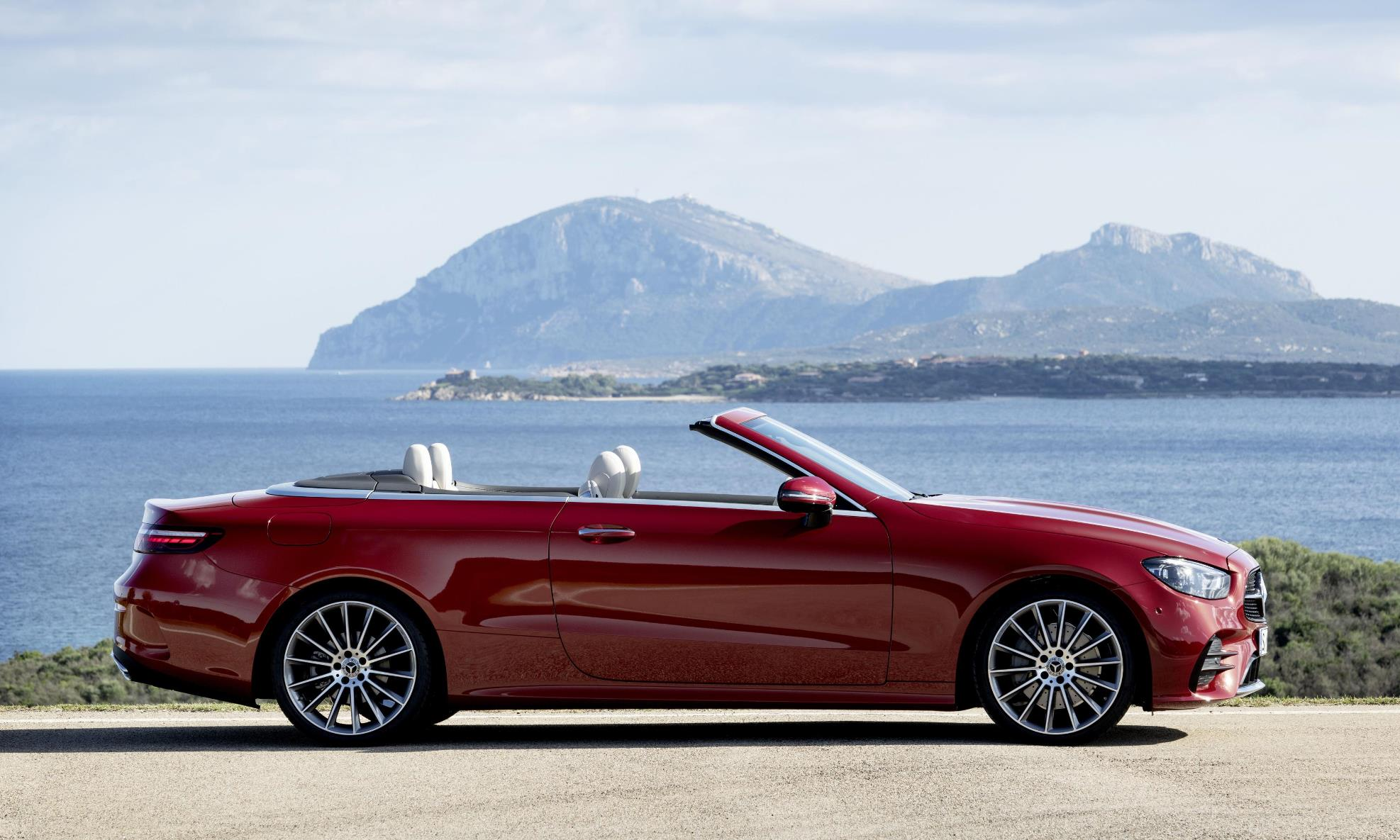 Facelifted Mercedes-Benz E-Class Cabrio profile