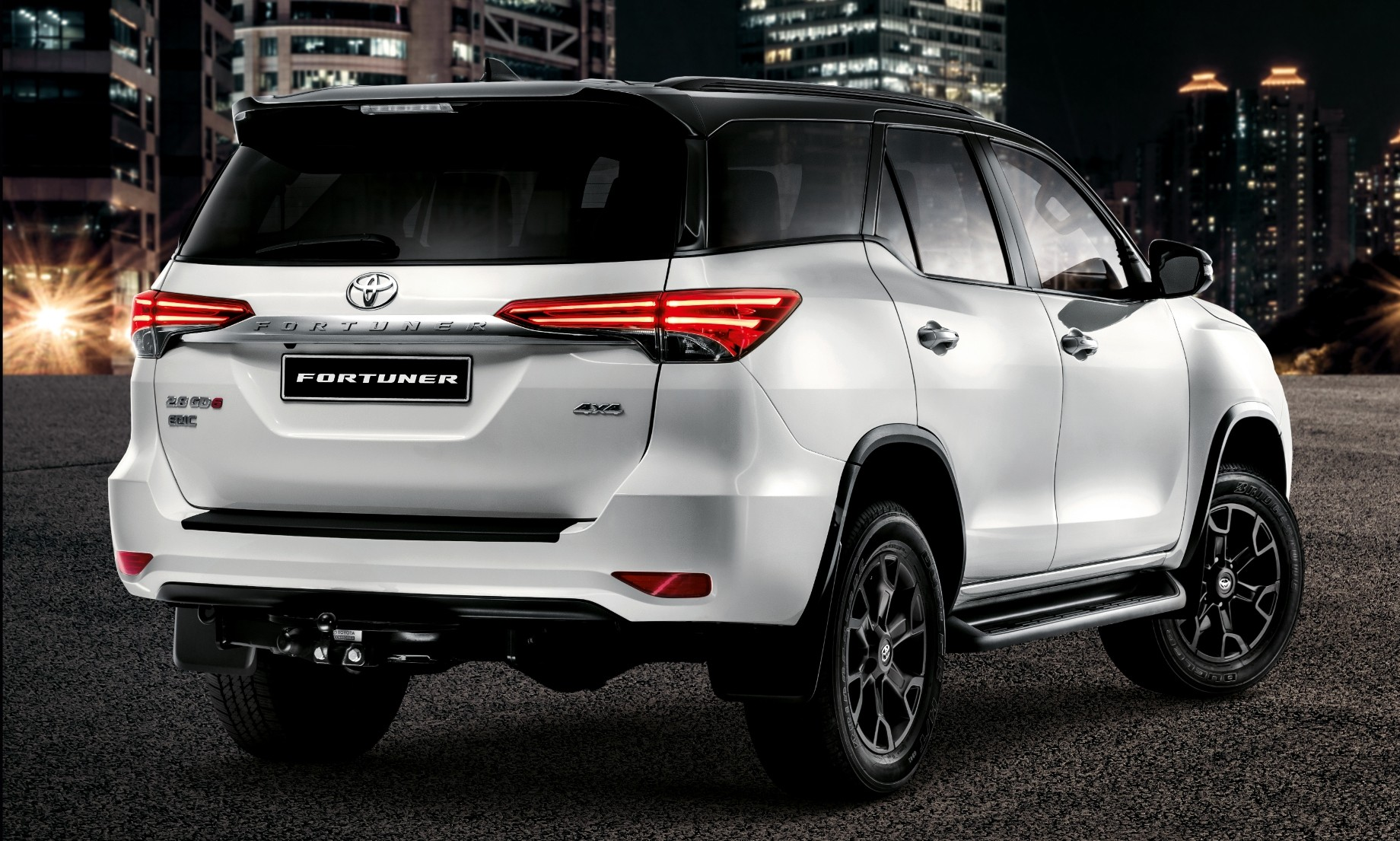 Toyota Fortuner Epic rear