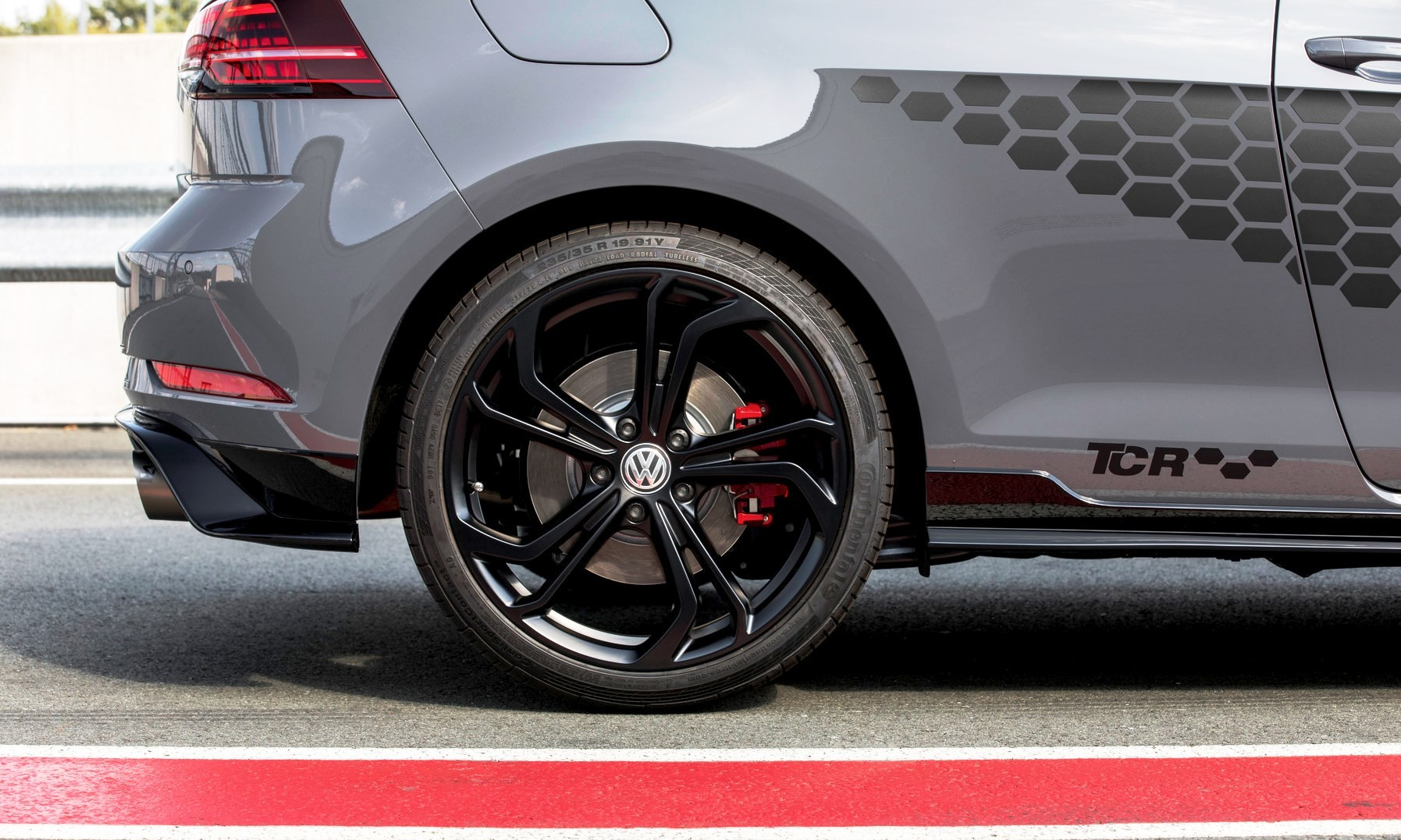 The new Volkswagen Golf GTI TCR honeycomb detail