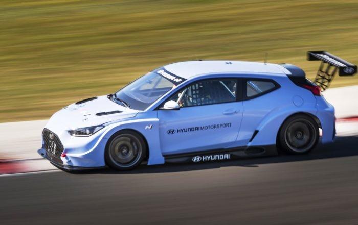 Hyundai Veloster N ETCR side