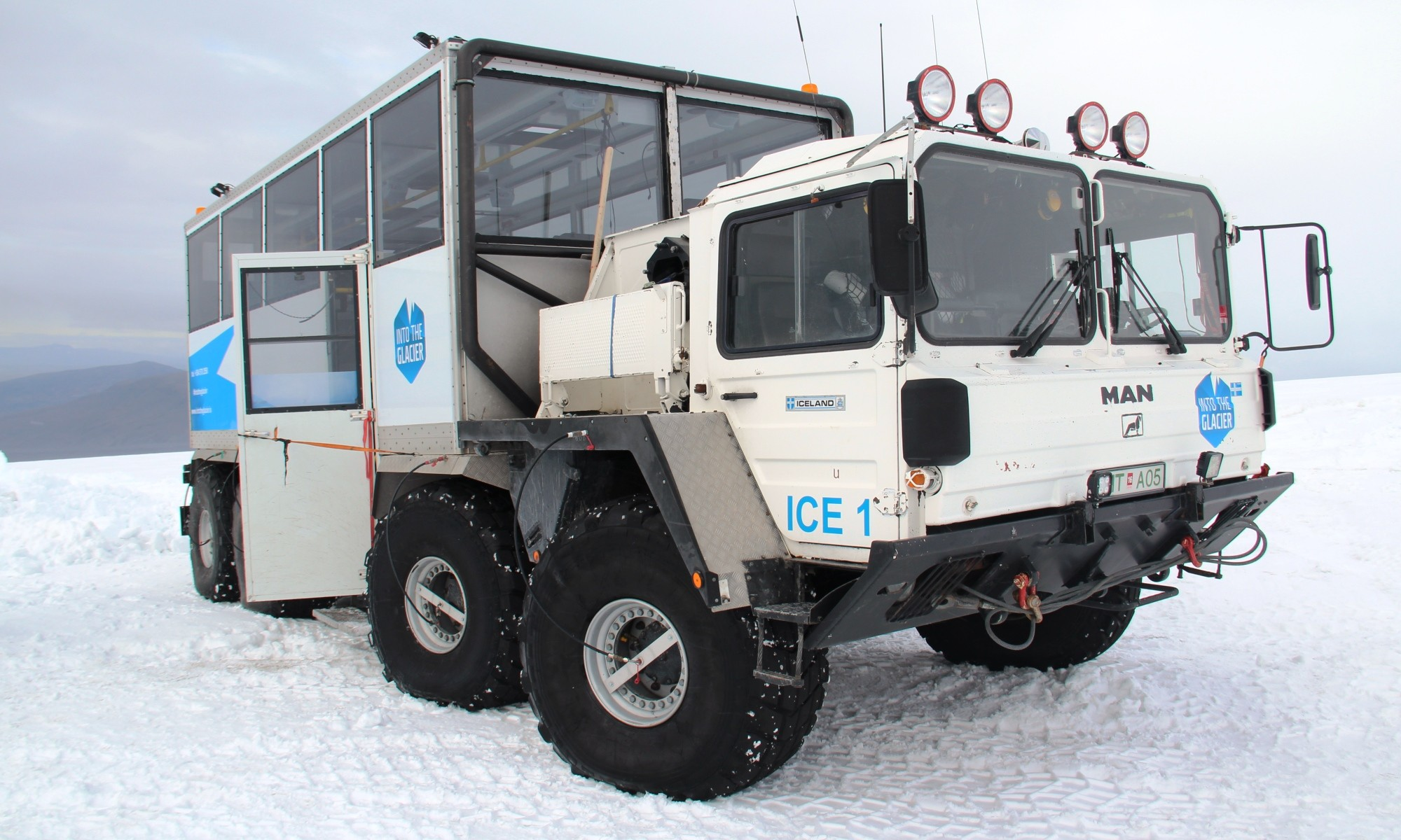 Ice truck for climbing glaciers
