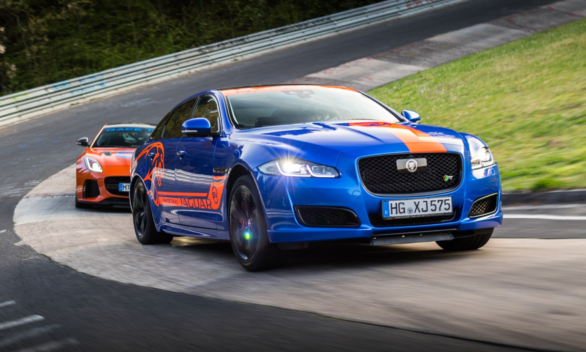 Jaguar F-Type SVR & XJR575 through the Karussell