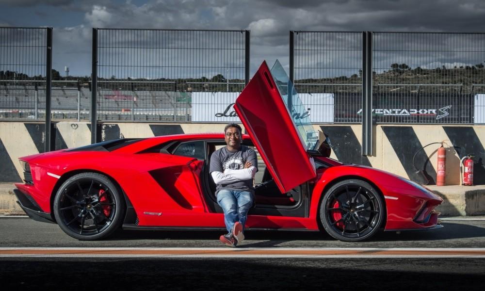 Lamborghini Aventador S profile