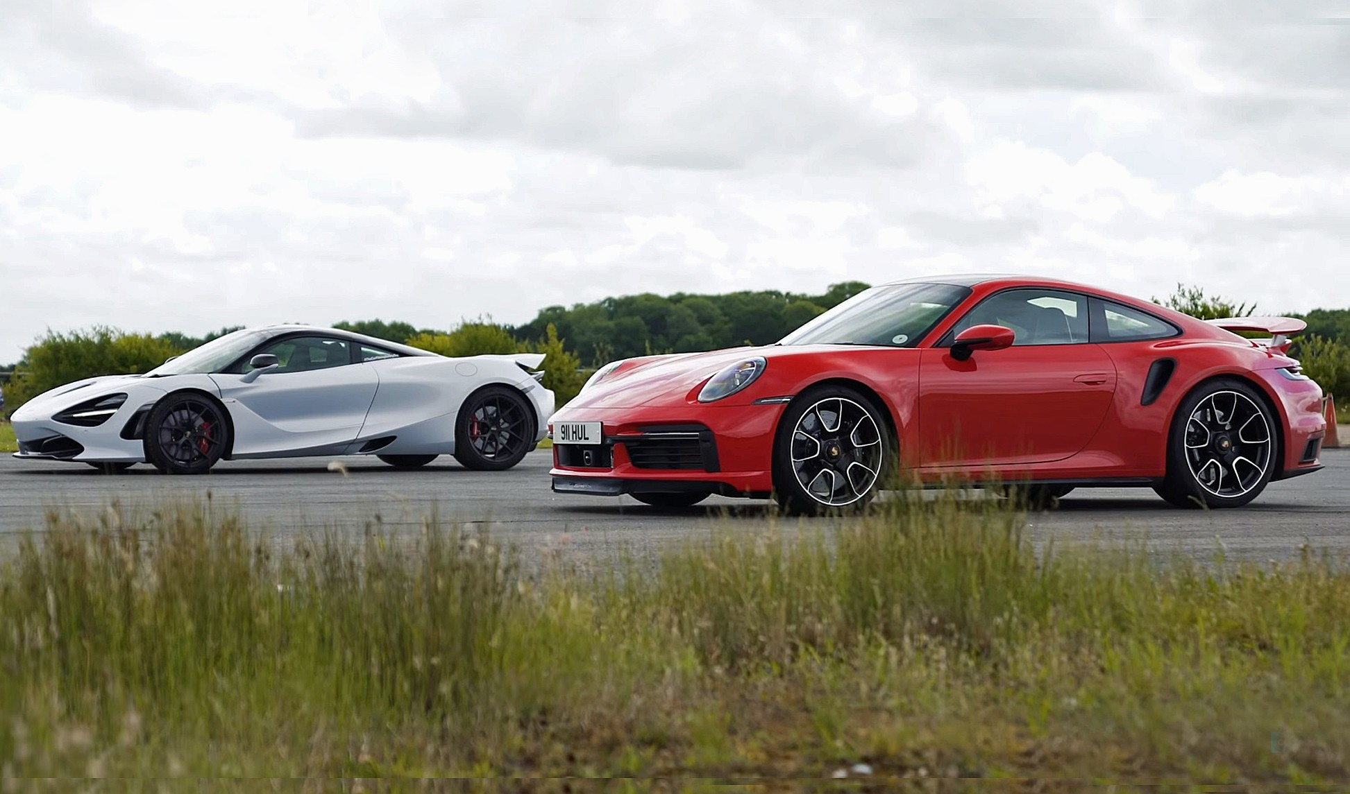 McLaren 720S vs Porsche 911 Turbo S drag race rear front