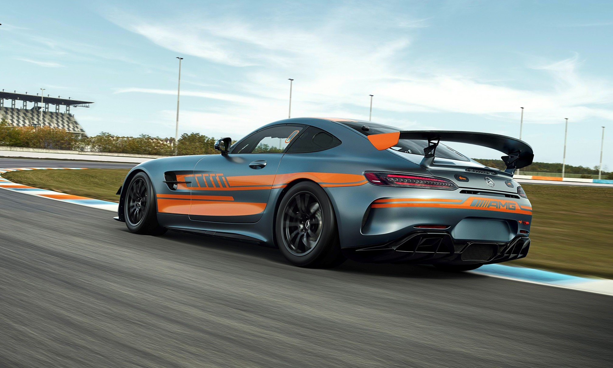 Mercedes-AMG GT4 rear tracking