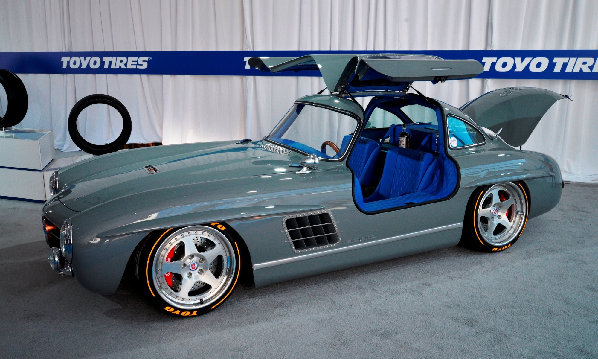 Mercedes-Benz 300SL Gullwing Clone doors 1