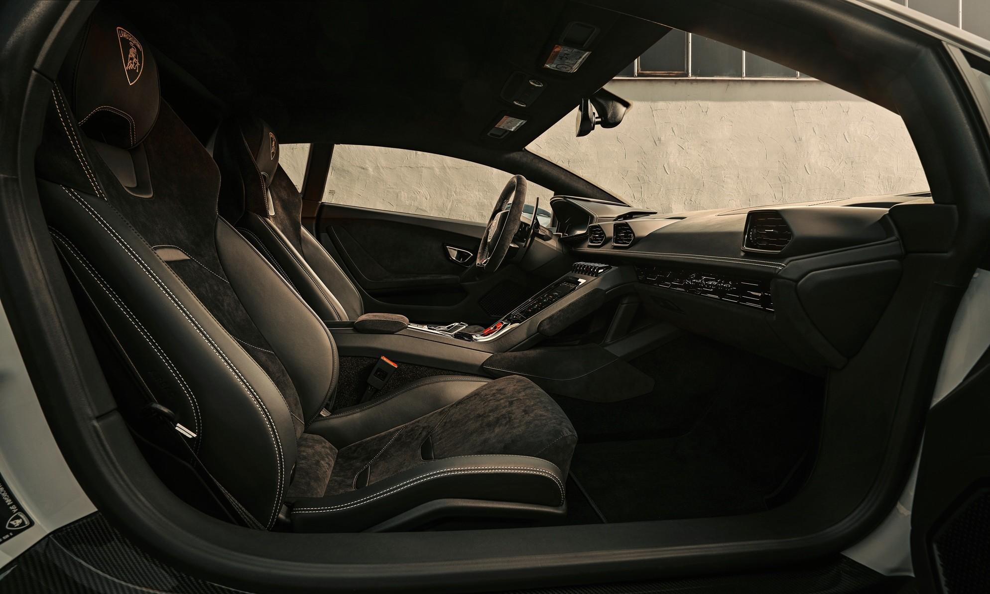 Novitec Lamborghini Huracan Evo interior