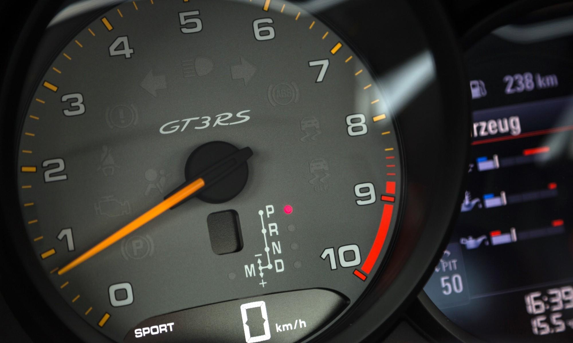 Porsche 911 GT3 RS rev counter