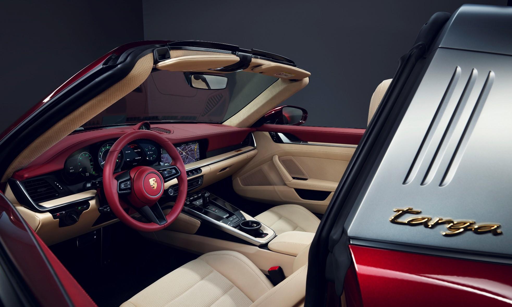 Porsche 911 Targa Heritage Design Edition interior