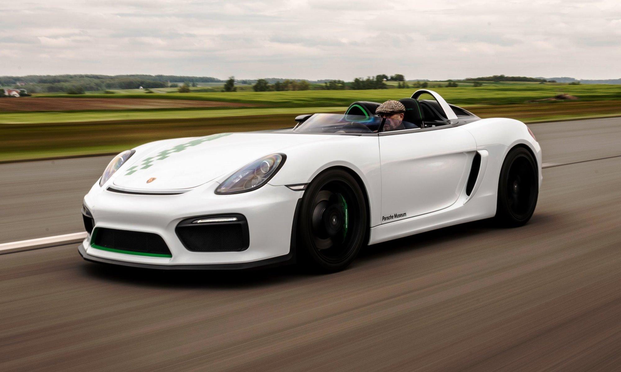 Porsche 981 Bergspyder provides selfish driving pleasures