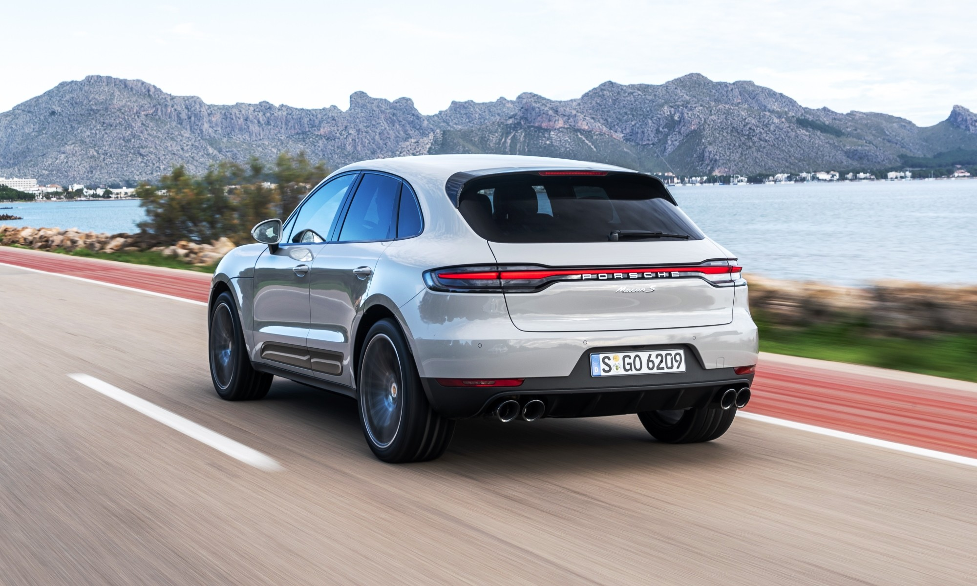 Porsche Macan rear tracking