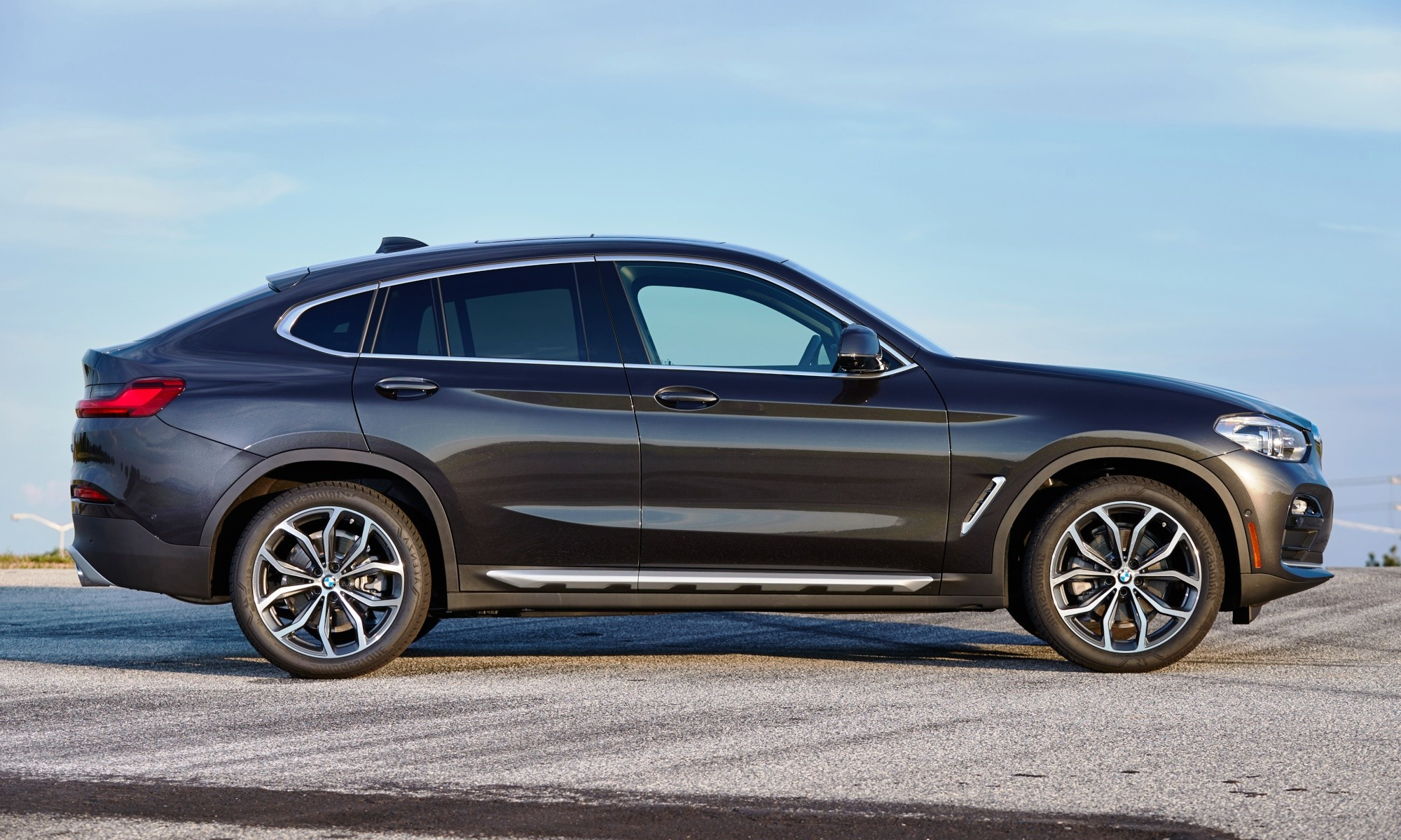 The profile of the X4 with distinctive sloping roofline