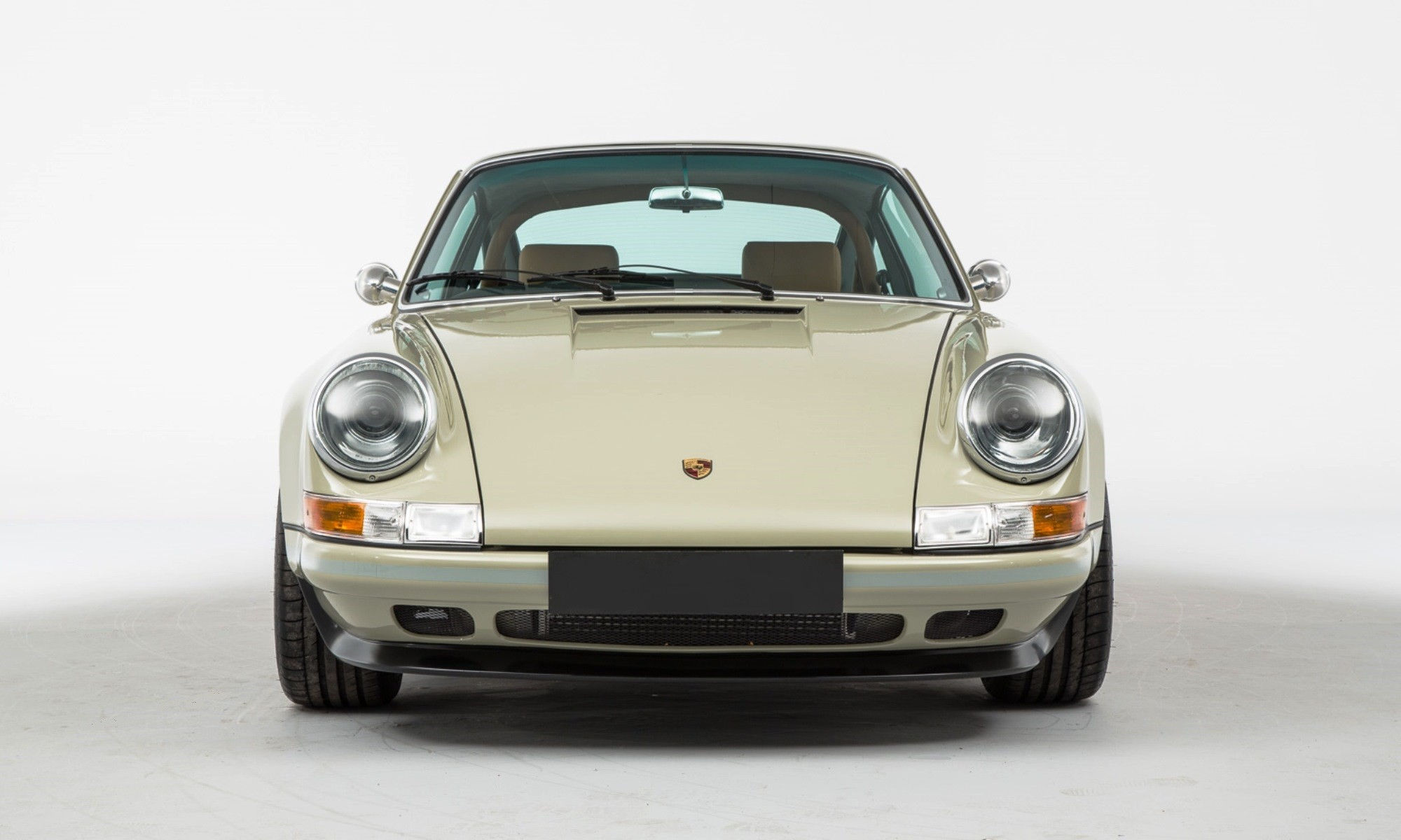 Theon Design Porsche 964 has clean lines and modern fittings
