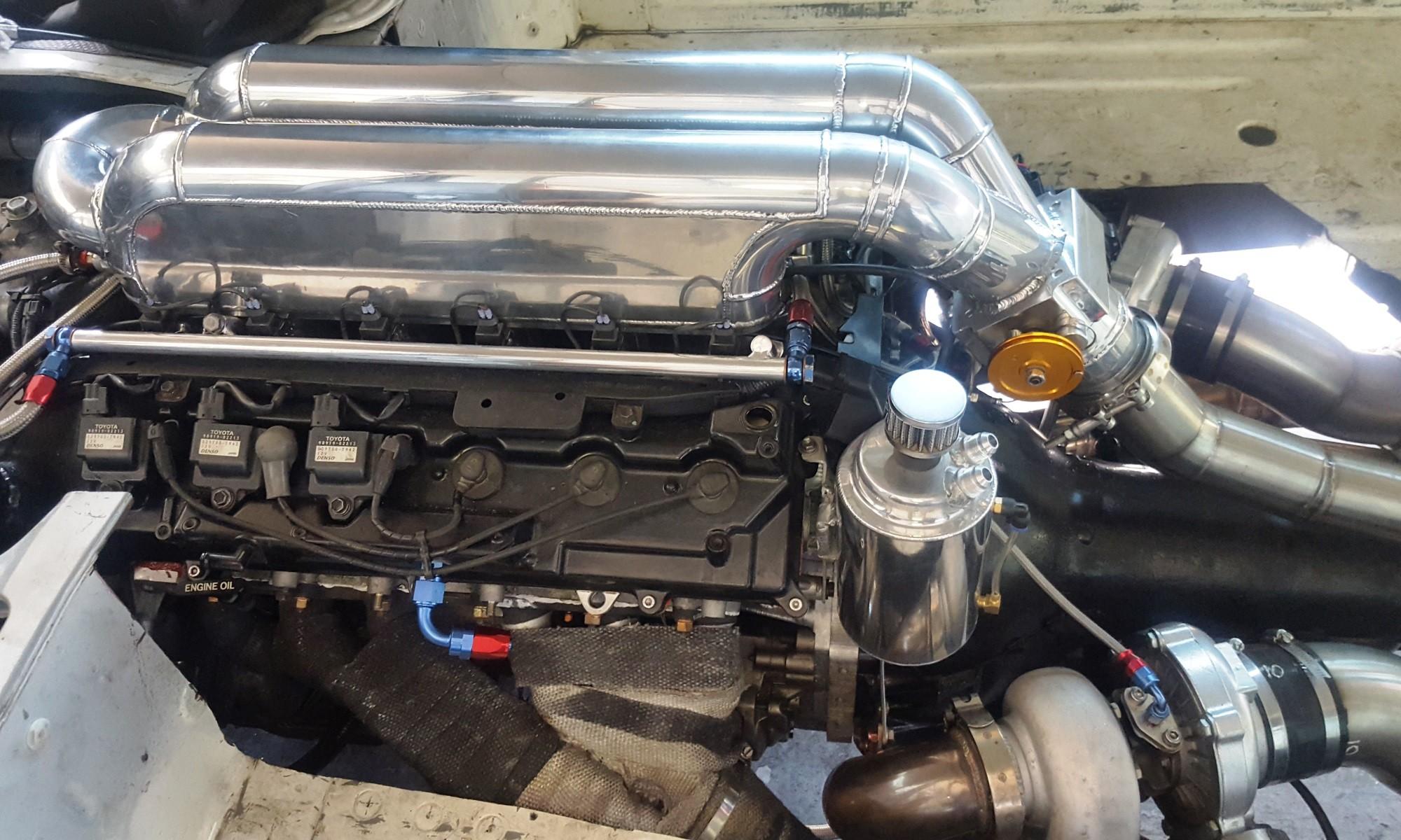 Toyota V12 motor