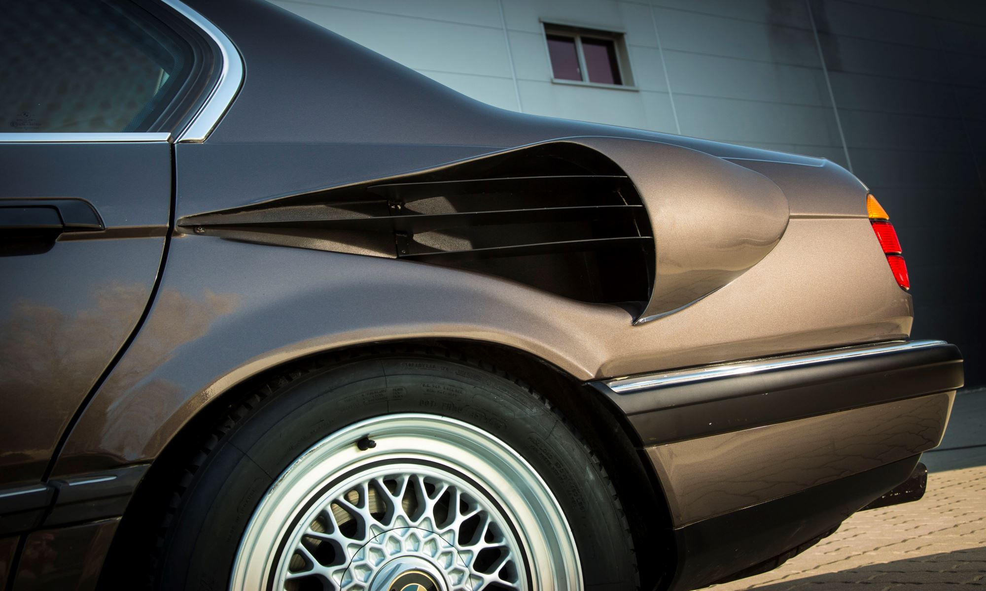 V16 BMW 7 Series duct