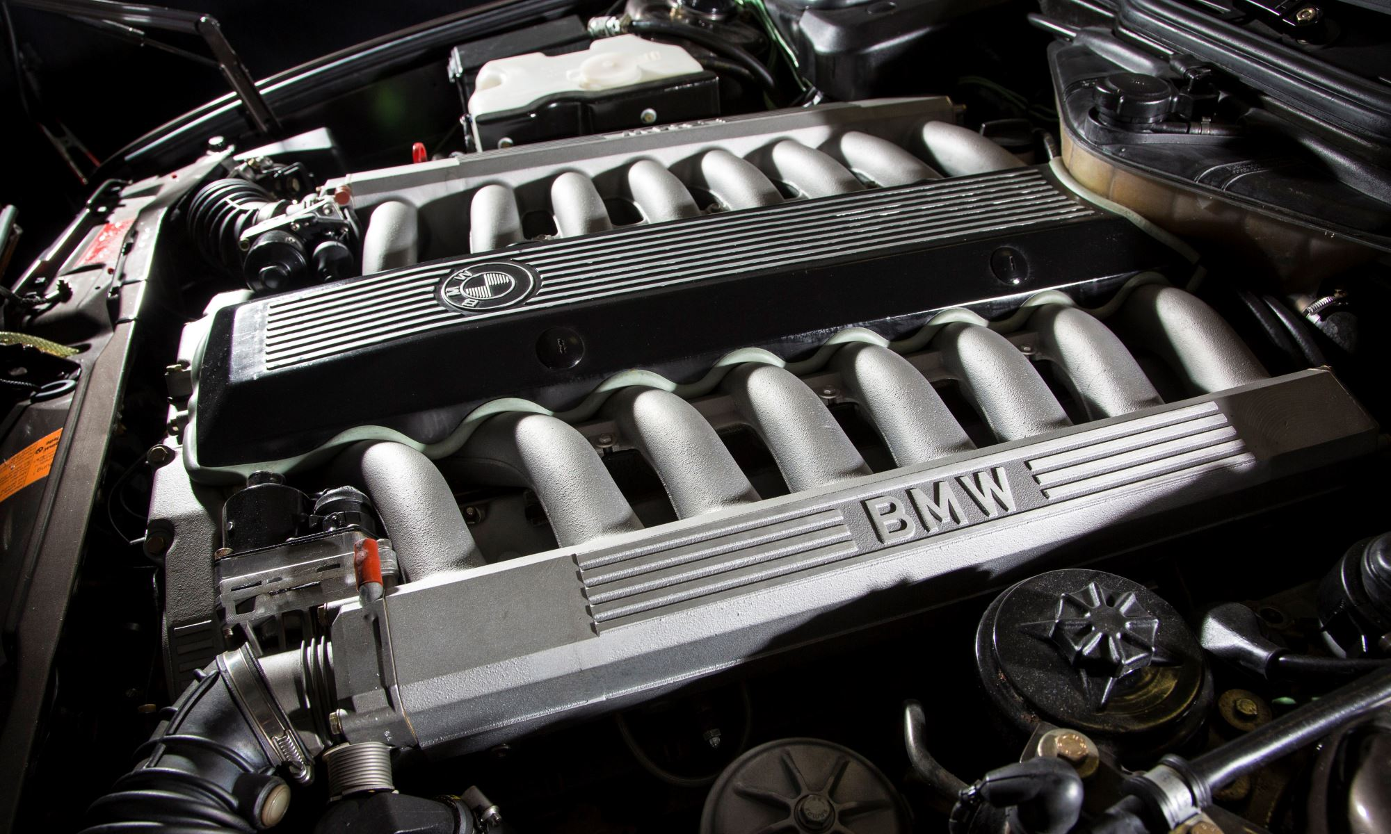 V16 BMW 7 Series engine