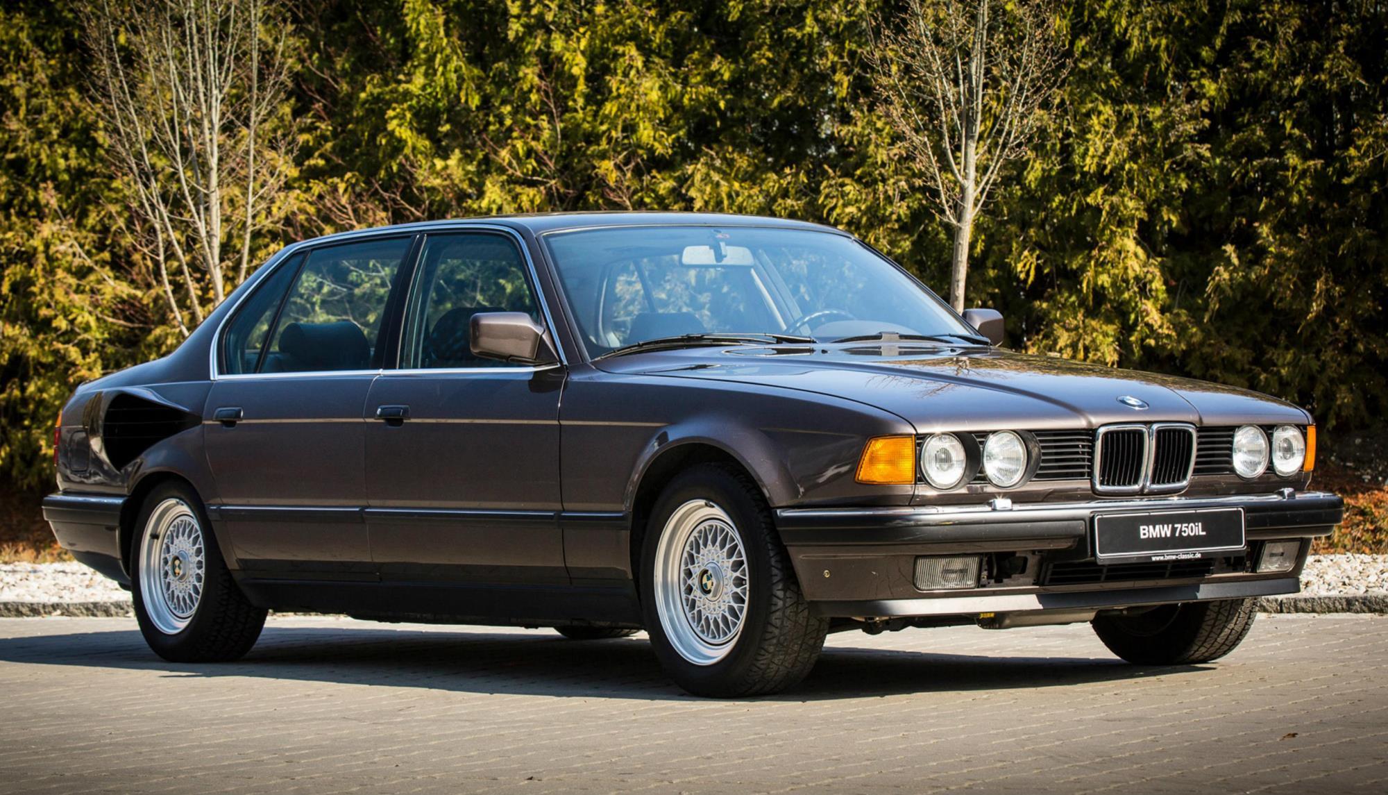 V16 BMW 7 Series side