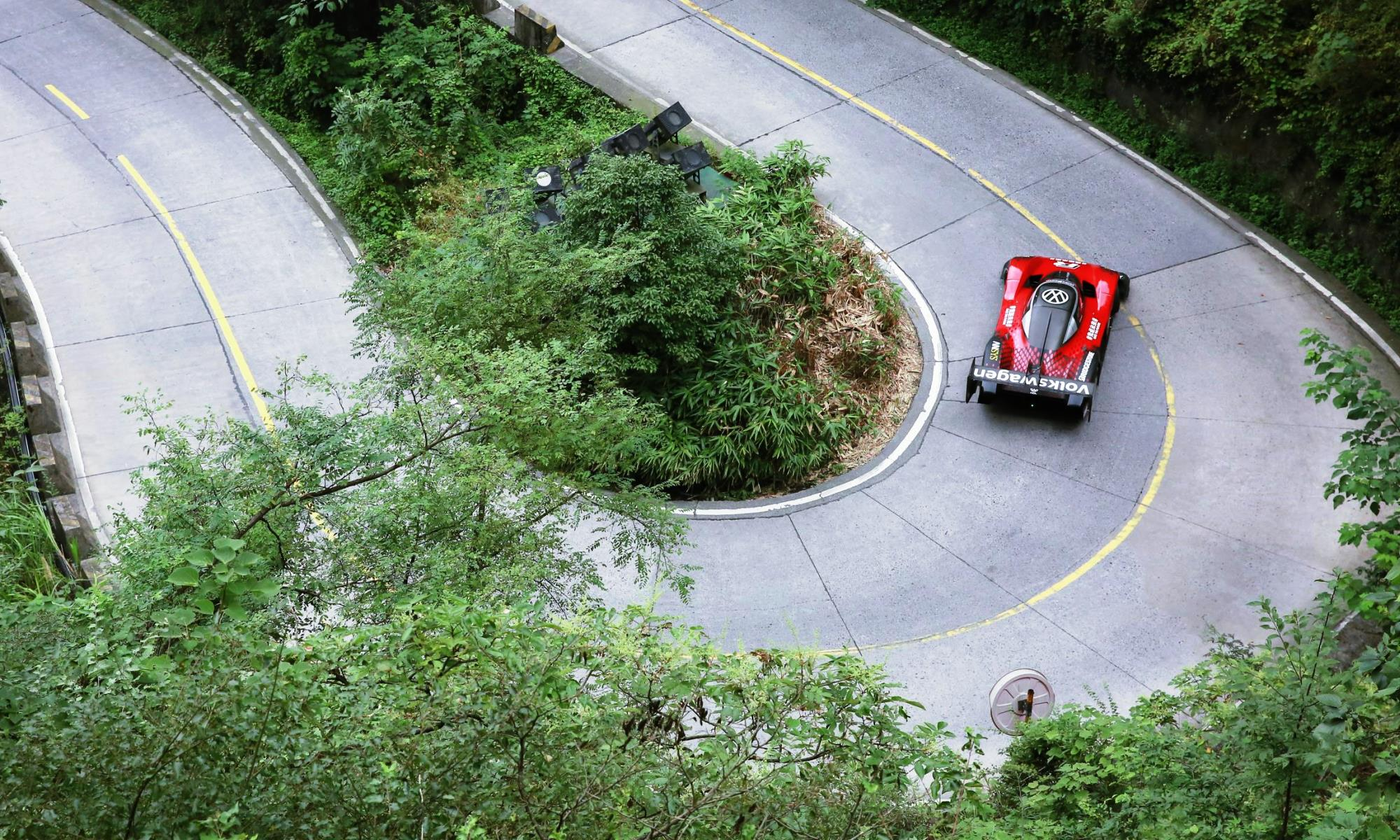 VW ID.R Conquers Tianmen