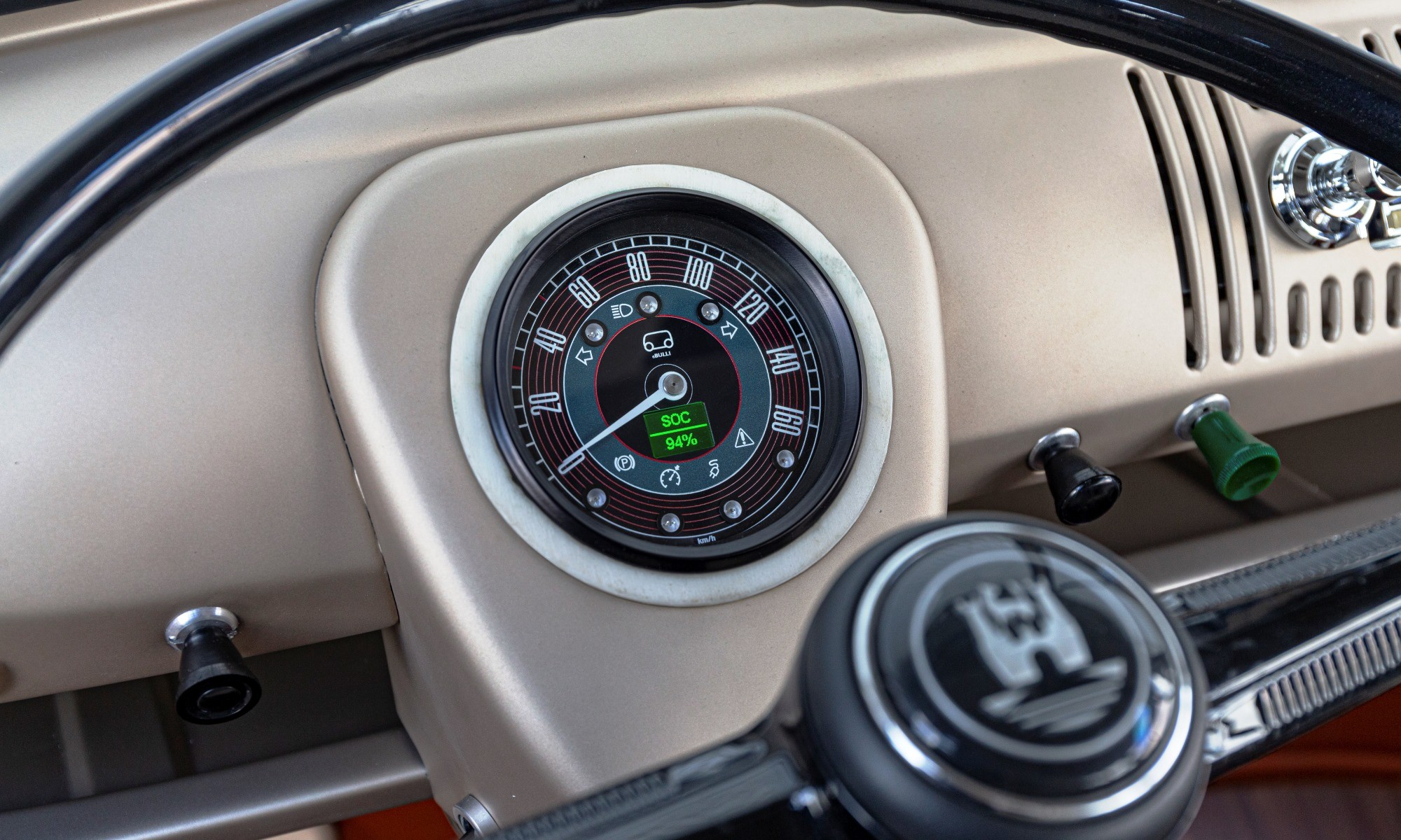 VW e-Bulli gauge